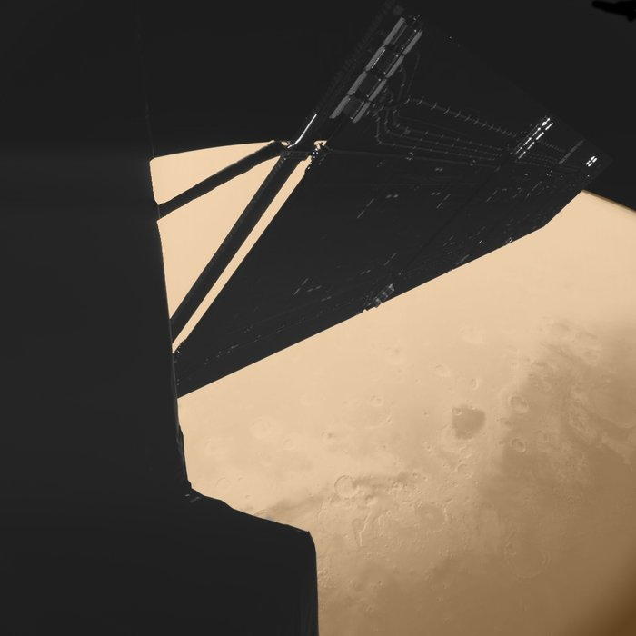 Stunning_image_of_Rosetta_above_Mars_taken_by_the_Philae_lander_camera_node_full_image_2