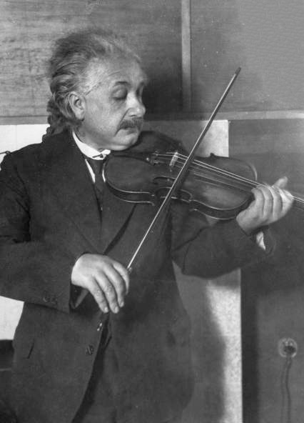 Albert_Einstein_violin.jpg